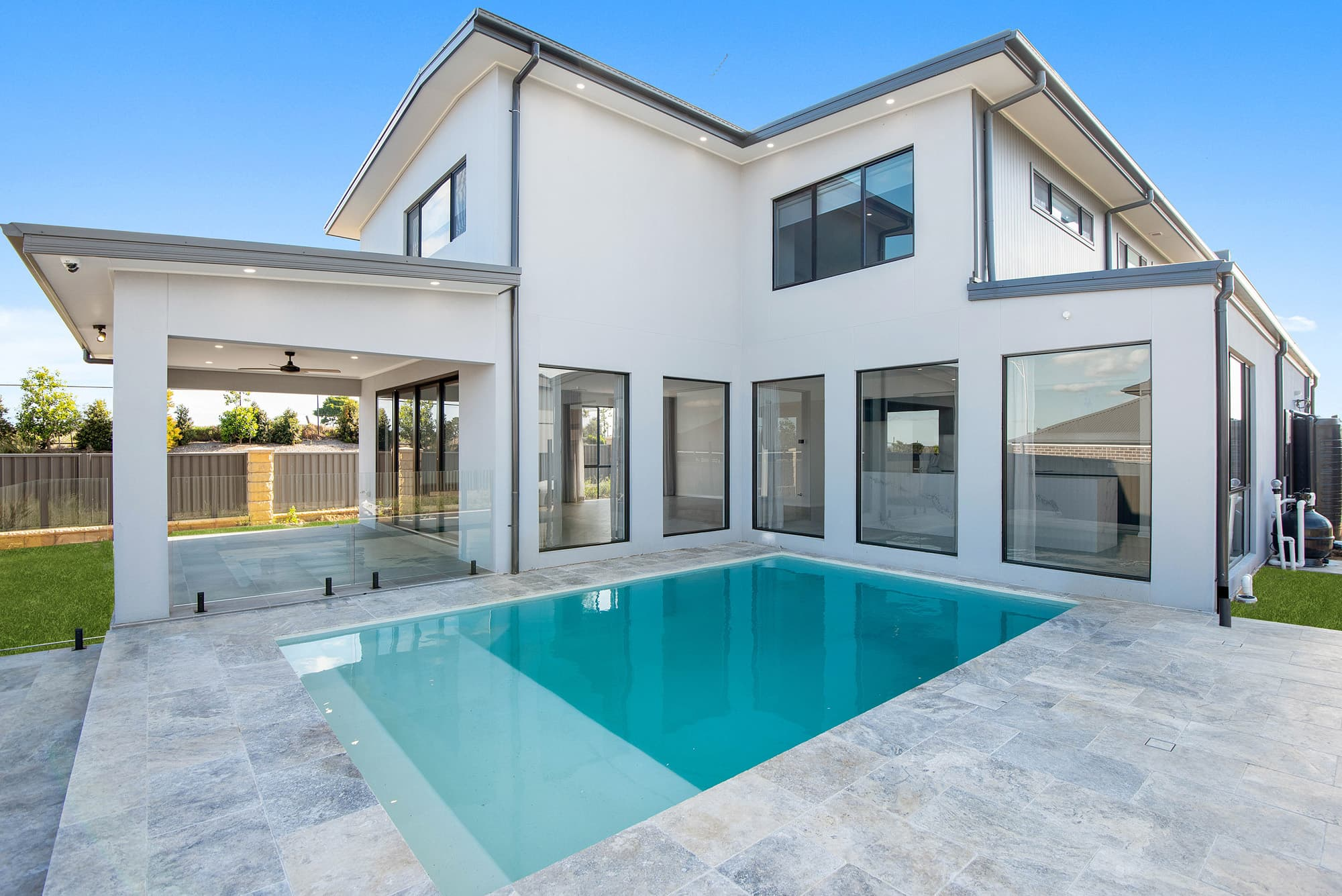 How to Pick the Right Swimming Pool for Your Home